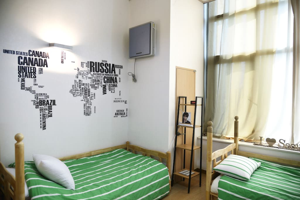 Studio 1F (3 single beds)