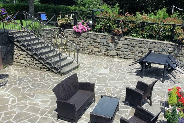 Geräumiges Ferienhaus in Piano degli Ontani mit Garten