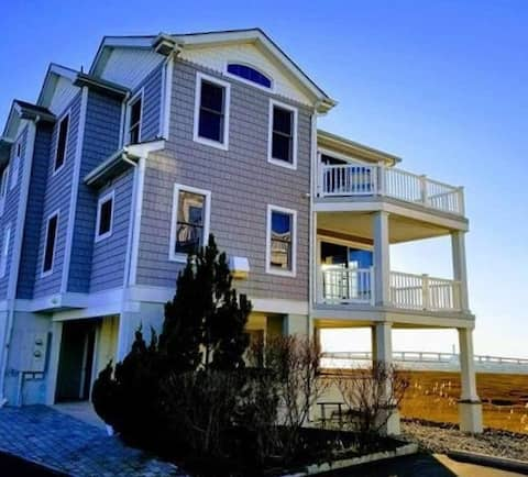 Waterfront + Boatslip + Pet Friendly _ 3BR + 2.5BA
