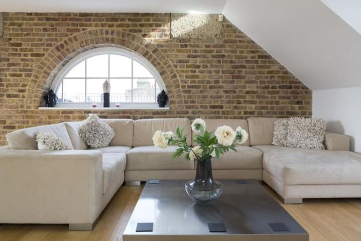 London Home 150, The Complete Guide to Renting Your Exclusive Holiday Home in London