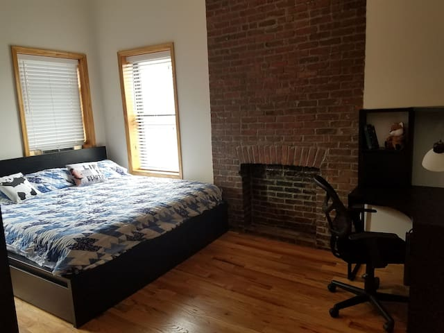 Spacious Bedroom in Unique Williamsburg