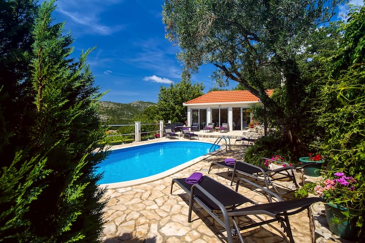 Villa Green Paradise with heated pool