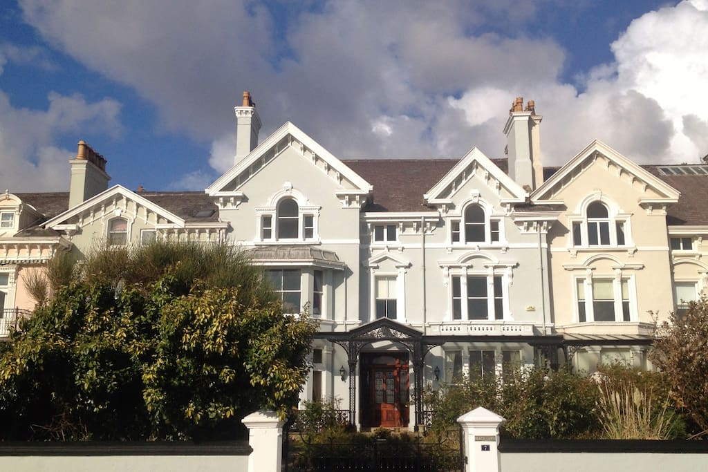 Listed seafront house between Birkdale Golf course and Liverpool