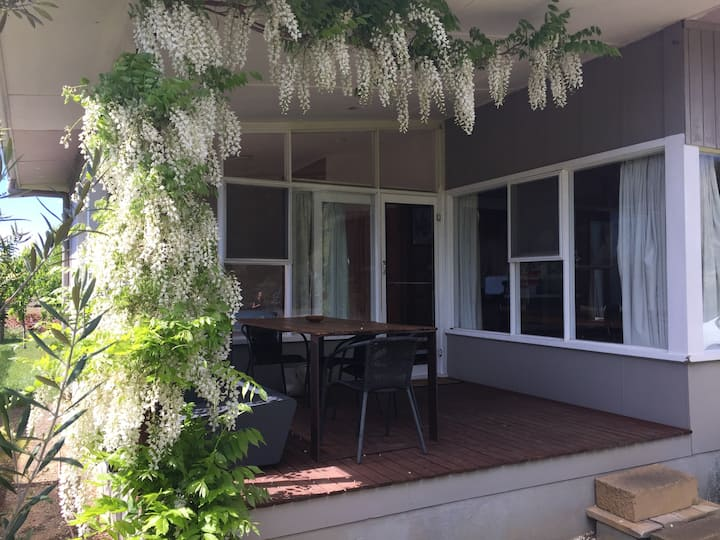 No.10 original 1960s holiday house
