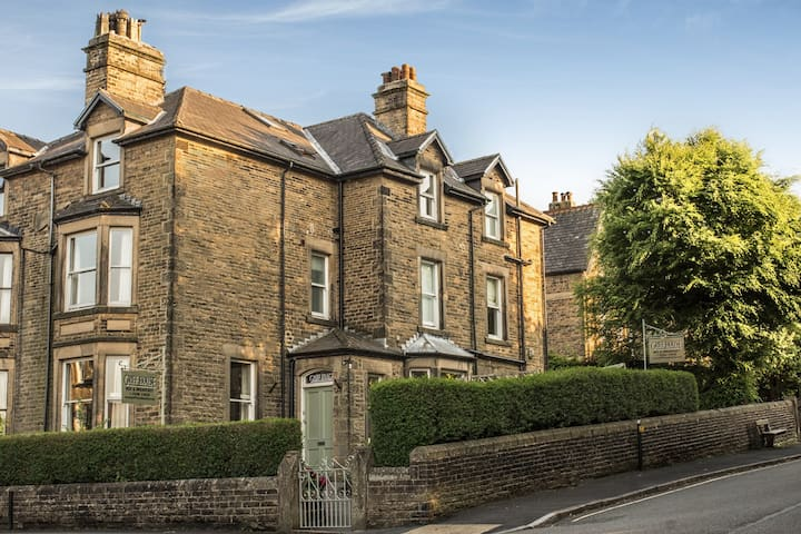 Griff House guest house, Buxton