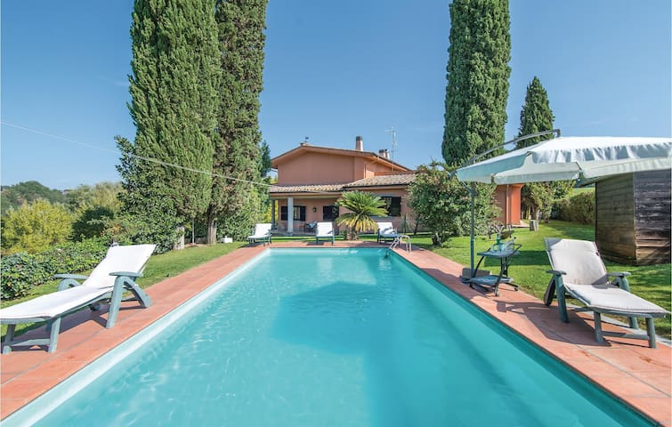 Holiday cottage with 6 bedrooms on 410 m² in Tarano RI