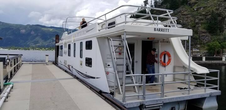 Houseboat Cruising the Shuswaps