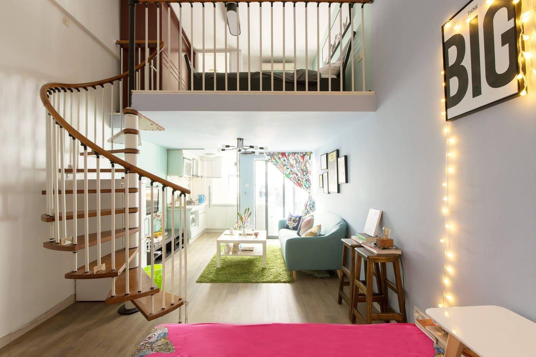 温馨的猫主题复式公寓。