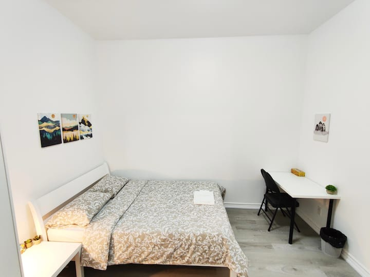 20% Off Spacious Room with Attached Bathroom TOR
