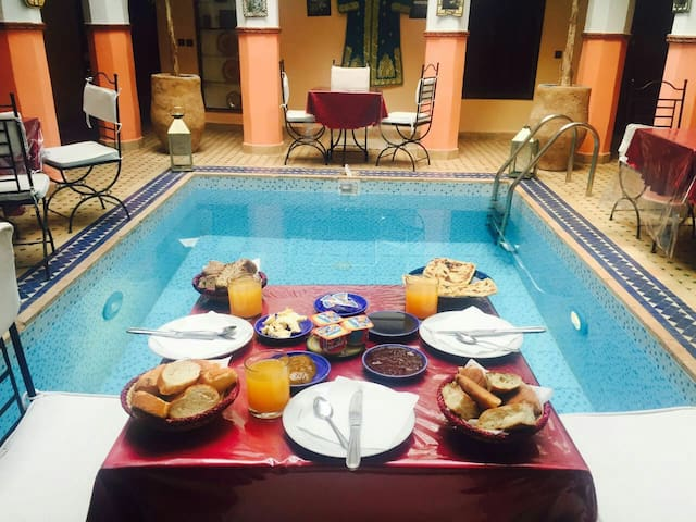 Riad:room2 B&B+wifi+ swim. pool+A/C - Marraquexe - Bed & Breakfast