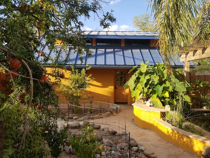 Oasis: Casita Colibrí - Little Hummingbird House