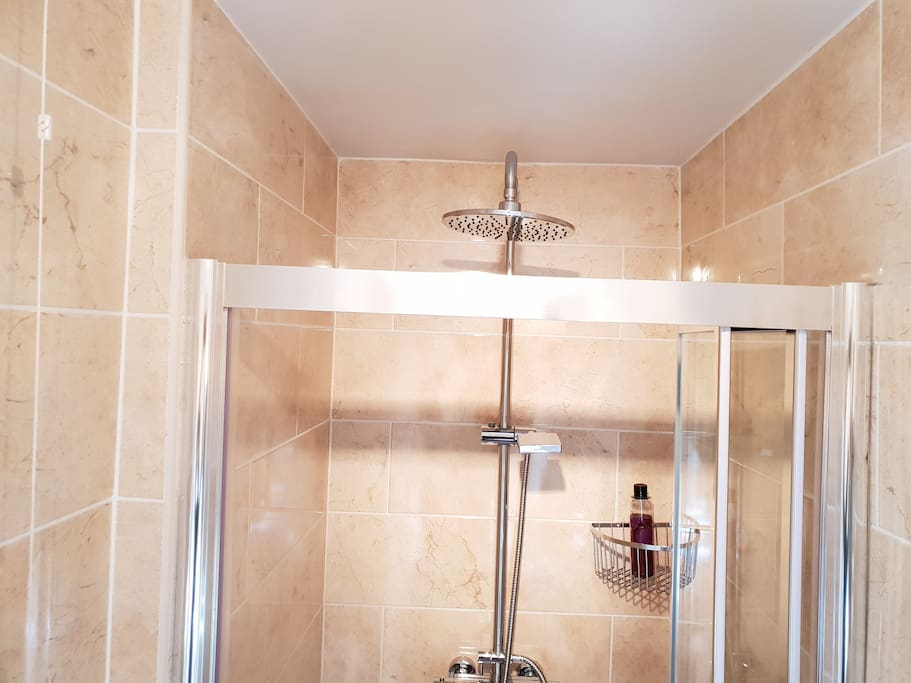 Ensuite to Bramley with shower