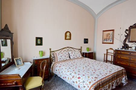 Pink Room private bath wifi central - Siena - Apartment - 2