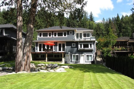 Riverfront B&B - Deep Cove Room + Parking - North Vancouver - Bed & Breakfast