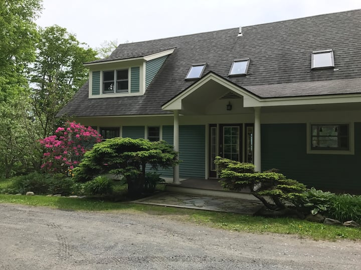 Beautiful 4 BR home with stunning views of slopes