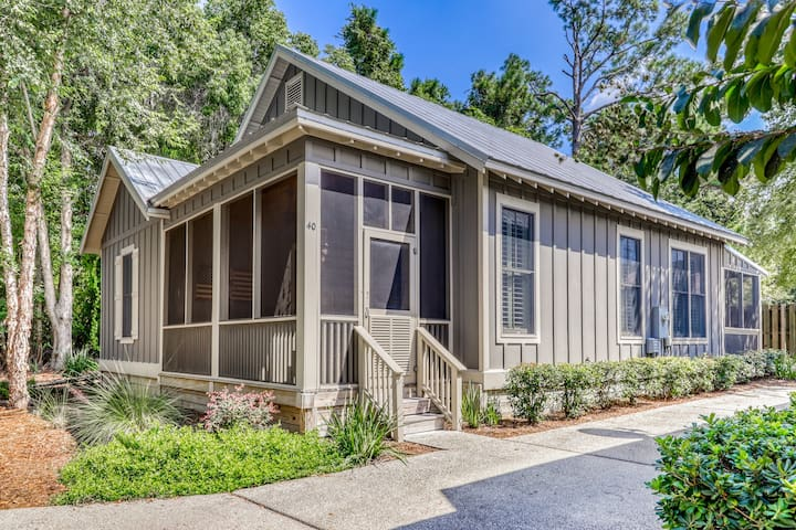 Beautiful cottage by the beach w/ a shared outdoor pool, dock, & boat access!