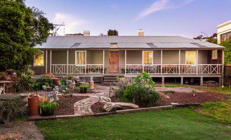 Amazing Historic 4BR Homestead in St Kilda - Saint Kilda - Dom