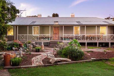 Amazing Historic 4BR Homestead in St Kilda - Saint Kilda - Haus