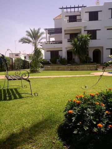 Bel appartement à 50m de la plage - Cabo Negro - Departamento