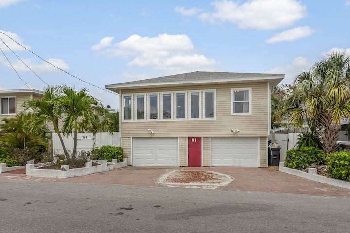 Cozy home w/updated kitchen one block from the beach!