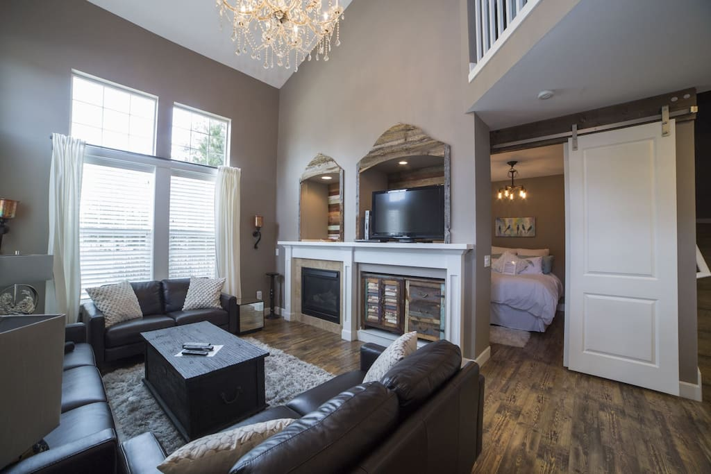 Open and social, living room with sectional sofa, fireplace, sleeps 8