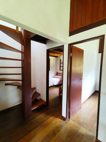 Escada para o segundo pavimento.
