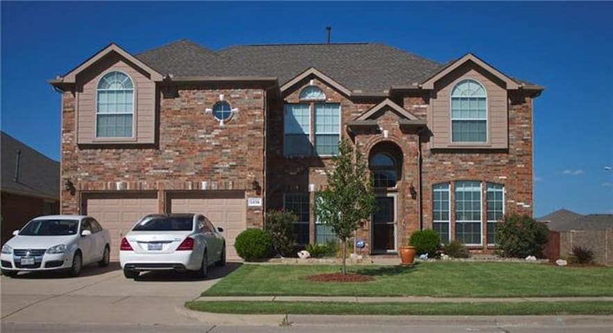 River Lake Suites - 2 bedrooms - 3 queen beds - Grand Prairie
