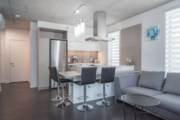 Luxury condo with free parking near Old Port