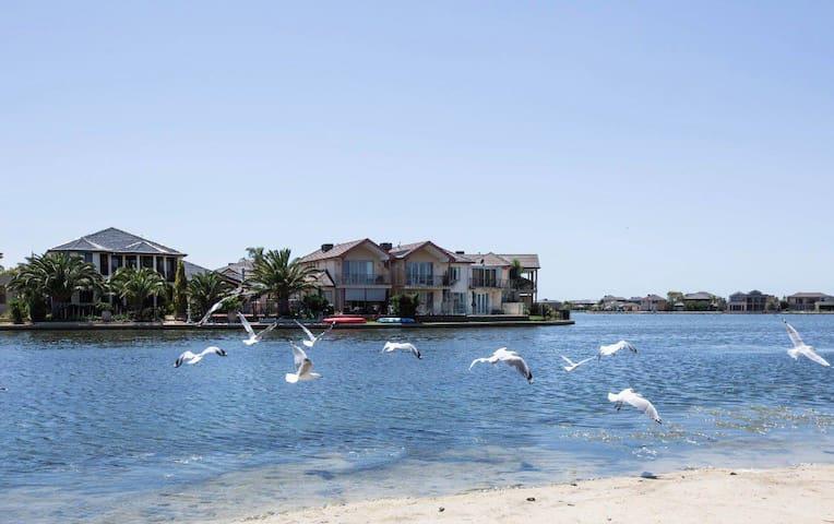 Luxury Sanctuary Lakes Water Front Backyard