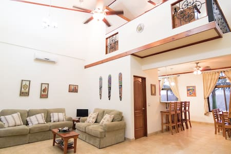 Guarded Luxury Loft - Private Condo - Paraiso