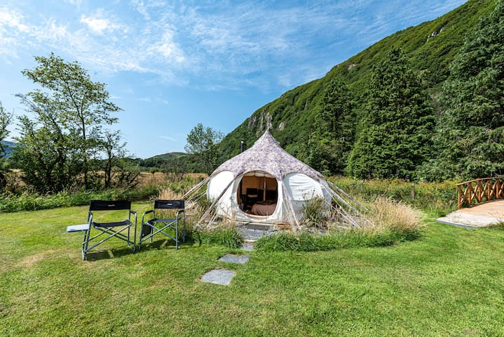 Breakfast Included Cosy Snowdonian Glamping for 2