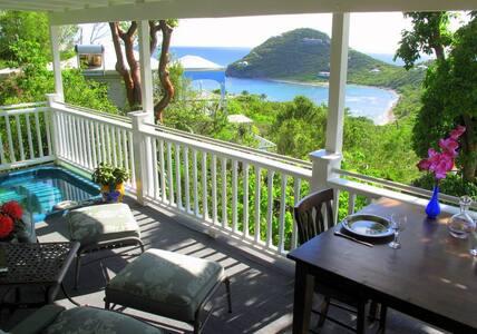 Romantic Cottage Open Dec. 5-30, HotTub,AC, Wi-Fi