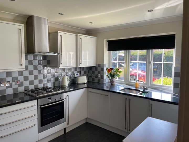 Beautiful, modern apt available in Beaconsfield