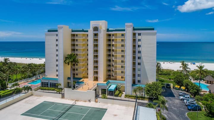WOW...perfect condo with glorious balcony views of Gulf Sunsets !
