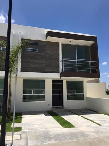 Excelente Casa En el Refugio, Querétaro