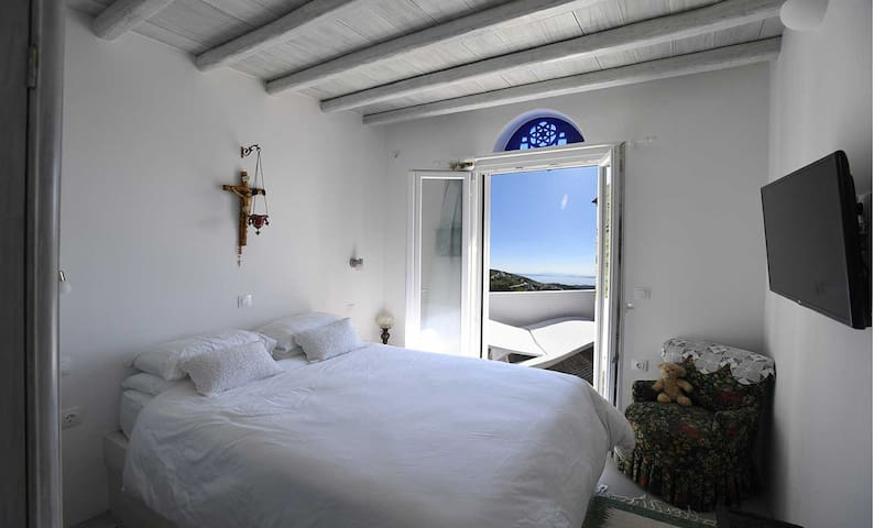Stone Cottage Retreat, magnificent view, peaceful. - Tinos - House