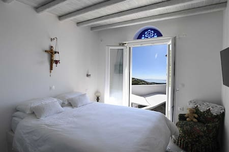 Stone Cottage Retreat, magnificent view, peaceful. - Tinos - Talo