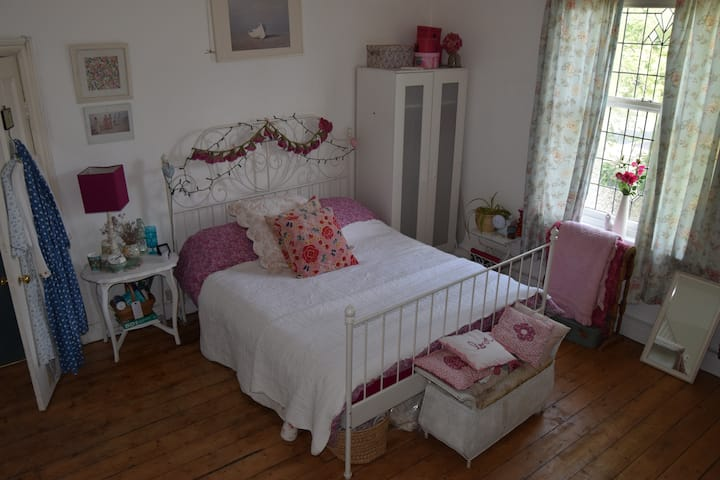 Delighful double close to city centre