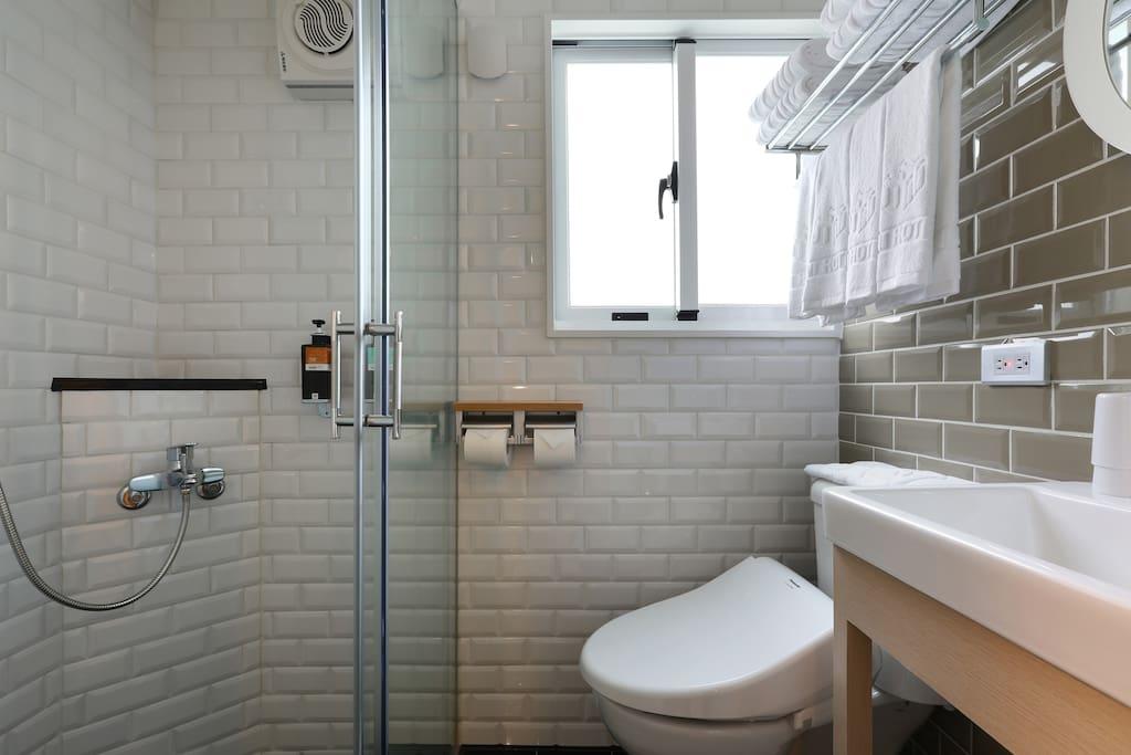 獨立衛浴、免治馬桶