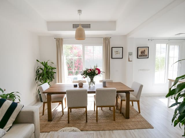 Dining Table / Kitchen