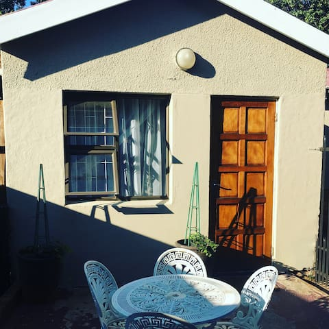 """Neat self catering """"Little house"""" - Bloemfontein - Apartment"""