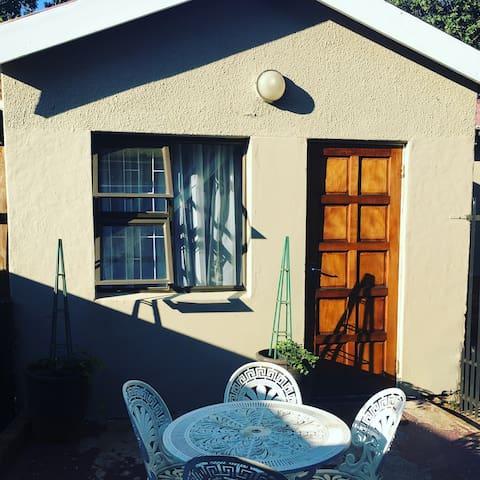 "Neat self catering ""Little house"" - Bloemfontein - Apartemen"