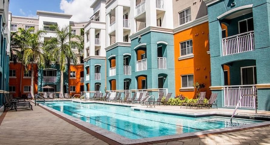 Super Bowl South Miami Apartment with Pool, umiami