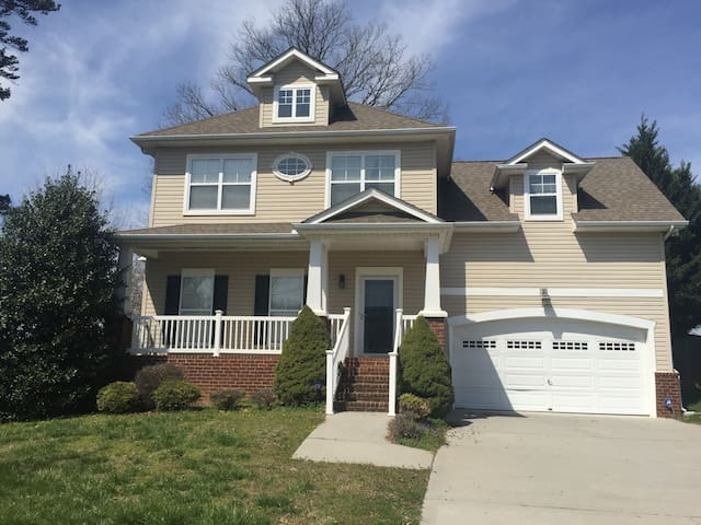 Private 3 Bedroom in West Knoxville, whole house! - Knoxville - Ház