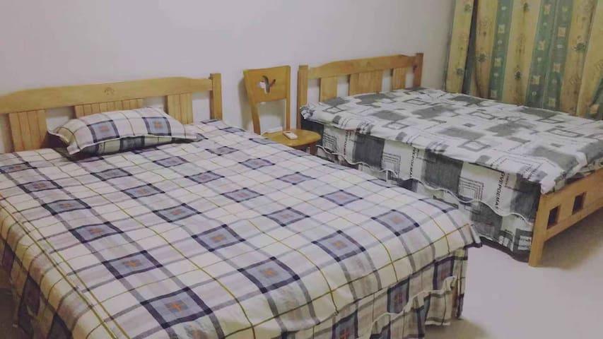 二张床的单房住宿,10套家簇民宿,旁边是澳门星际酒店,财神,假日,永利,凯旋门,美高梅等娱乐场所