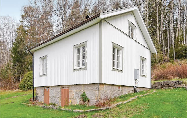 Holiday cottage with 1 bedroom on 71m² in Strömstad
