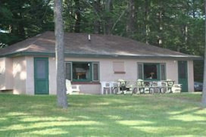 WREN ROOST--Nettie Bay, MI: Sleeps 4, Row Boat included, shared dock, swimming on property, ATV allowed