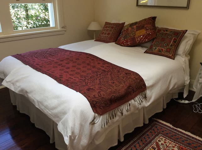 Bedroom 2 Queen sized bed.