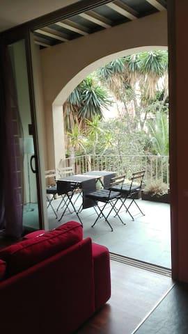con encanto, luminoso y  terraza - Barcelona - Rumah