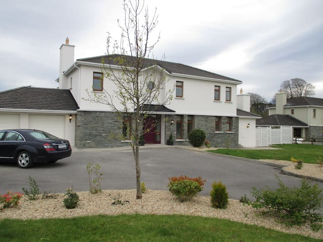 Luxury Home- sleeps  8- Free parking/WiFi - Kerry - Casa